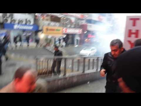 Şirinevler meydanında HDPli grubu Toma karşıladı.