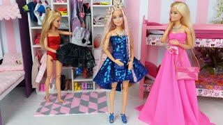 Play Four Barbie Dolls in DIY Doll House Dress up Dolls