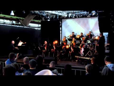Aarhus Jazz Orchestra feat  Emil De Waal + Spejderrobot