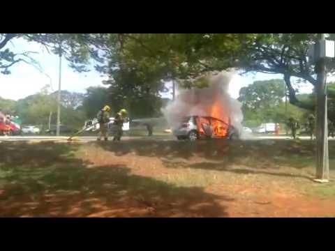 INCÊNDIO EM MOTOR DESTRÓI CARRO E INTERDITA PARTE DA L4 SUL