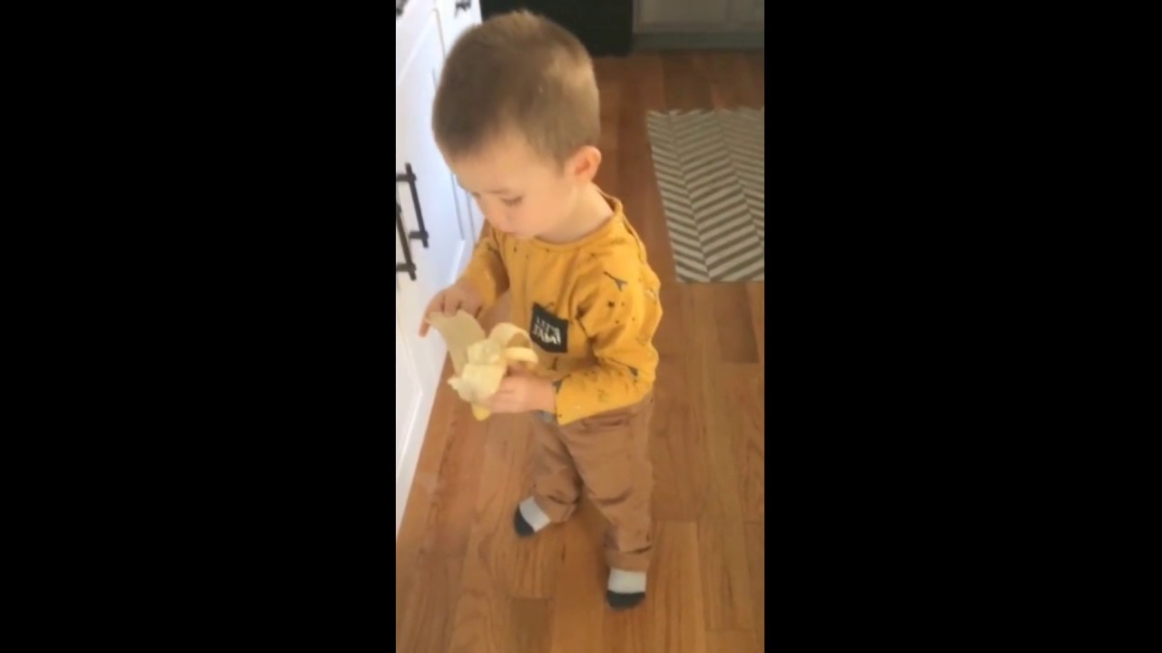 "Caring toddler tells his dog ""I Love You"" before leaving"