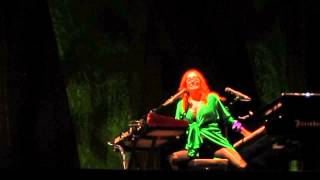 Tori Amos - Spring Haze - Istanbul 2014 HQ audio
