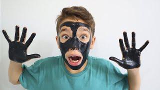 João Pedro com o rosto e as mãos pretas | My face and my hands are black | شفا وجهي و يدي سوداء ! !