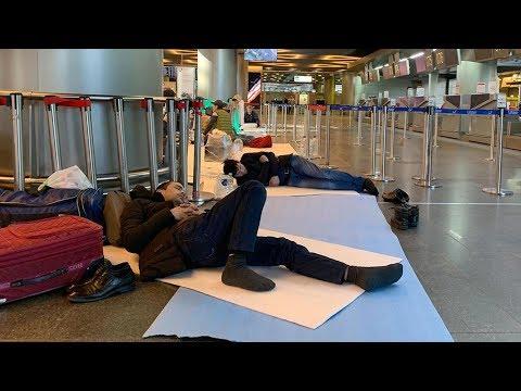Границы стран закрыты. Люди живут в аэропортах. Ситуация с иностранцами в России