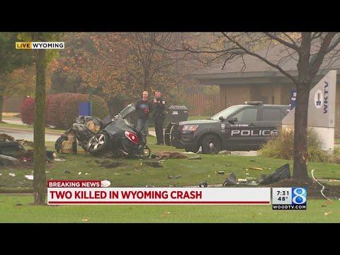 Authorities: 2 killed, 2 injured in Wyoming crash