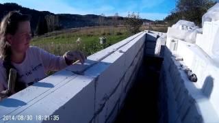 Строительство дома из газобетона. 2. Стены.(Итак, началось самое главное! Кладка газобетонных блоков. Для начала необходимо выставить углы. Начинать..., 2015-03-19T09:04:43.000Z)