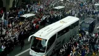 Прибытие игроков Реал Мадрида на  Сантьяго Бернабеу(подписываемся))), 2012-07-21T08:22:02.000Z)