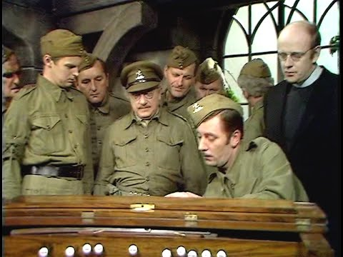 Dad's Army - The Day the Balloon Went Up - NL Ondertiteld - 'Can I sign it?...'