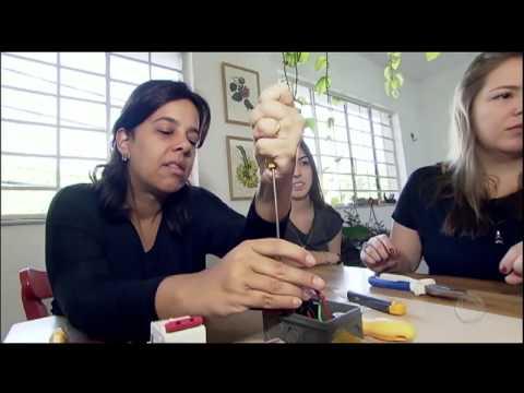 Em Busca De Mais Autonomia, Mulheres Aprendem A Fazer Pequenos Reparos Em Casa