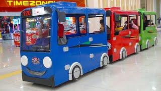 Download lagu Naik Bus Tayo Gandeng Di Mall   Odong Odong Kereta TAYO Anak Anak