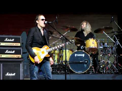 Joe Bonamassa - Young Man Blues (16.03.2012, MMDM, Moscow, Russia)