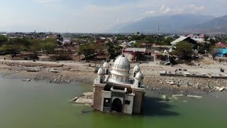 Video Gas station lines and floating mosques after Palu quake-tsunami download MP3, 3GP, MP4, WEBM, AVI, FLV November 2018