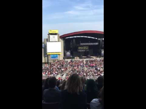 Alessia Cara singing 'Scars To Your Beautiful' in BLI Summer Jam (11/06/16)