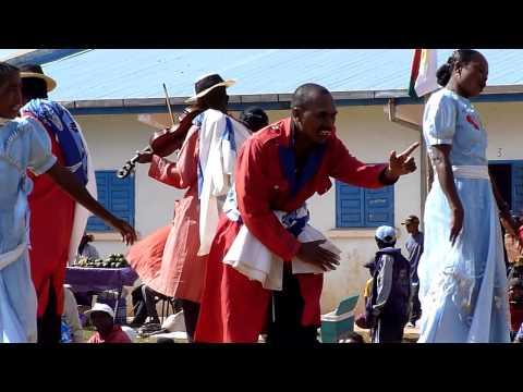 Hira GASY Madagascar - Iarinoro - ONG Terre et Racines