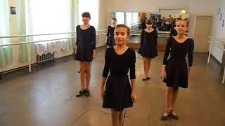Фрагмент урока народного танца.