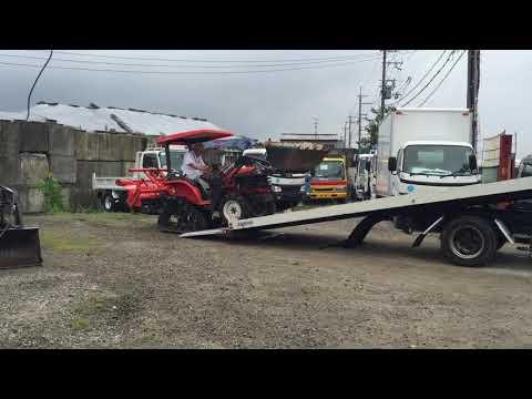 農業用のトラクターをキャリアカーで運搬します、見ていると簡単そう!!