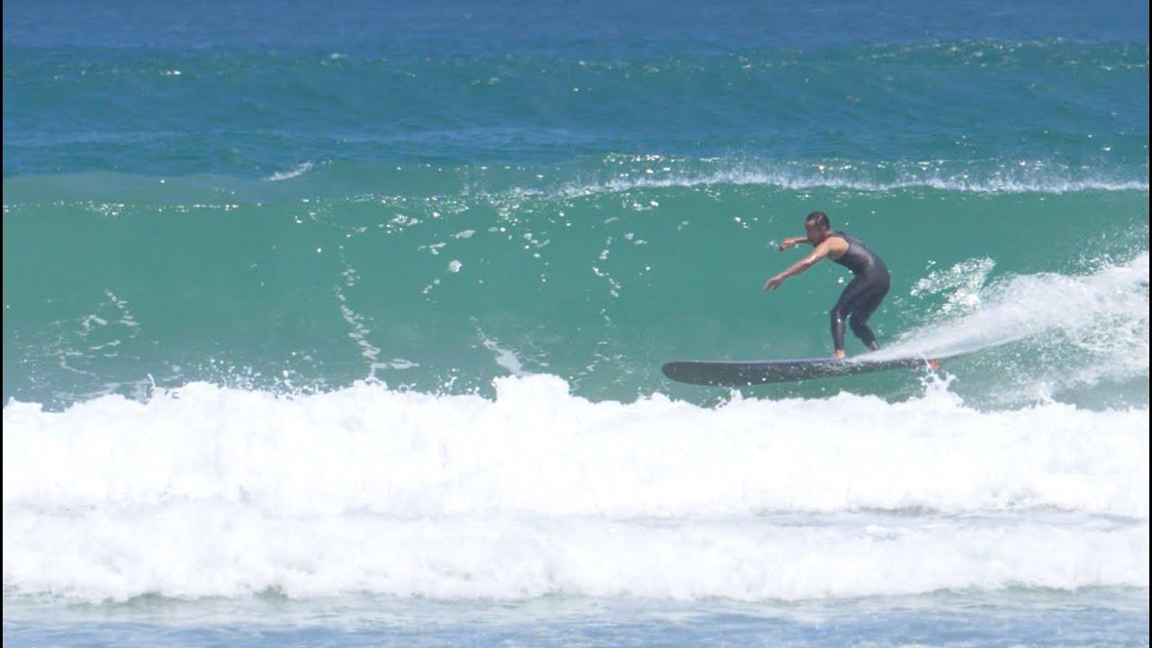 インザダーク改 サイズのある波でもターンのスピード感が凄い