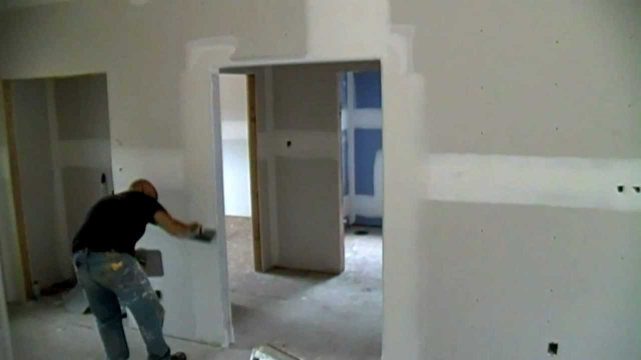 Bullnose Drywall Corners : Coating a drywall bullnose corner bead with hawk and