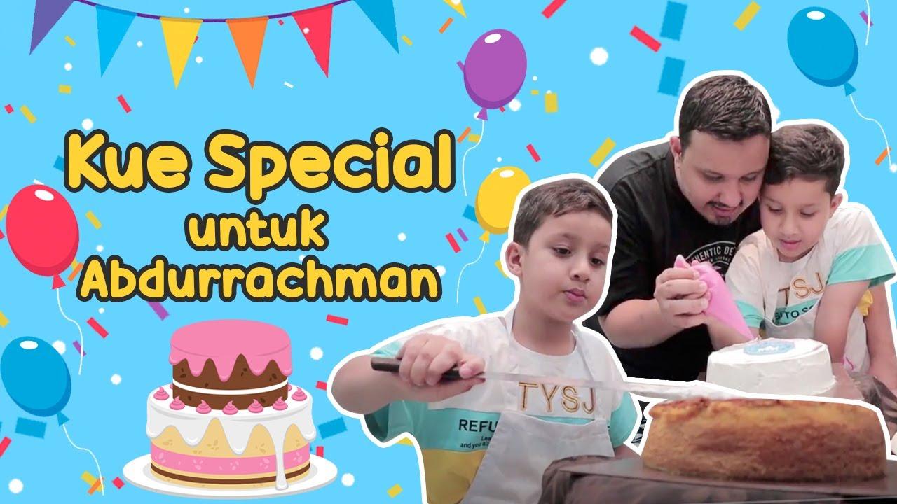 Menghias Kue Special untuk Abdurrachman