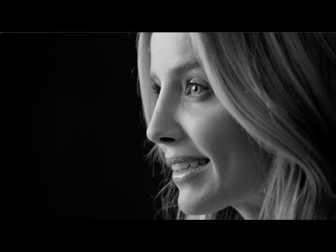 Annabelle Wallis : The Bold