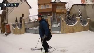 Street skiing: Pristina residents catch snow wave