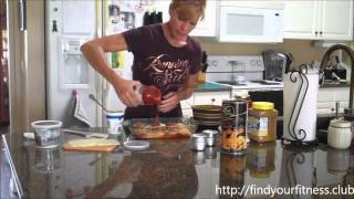 """Fit Farm Chick Shows You How To Make Healthy """"baked Ziti"""" Using Spaghetti Squash"""