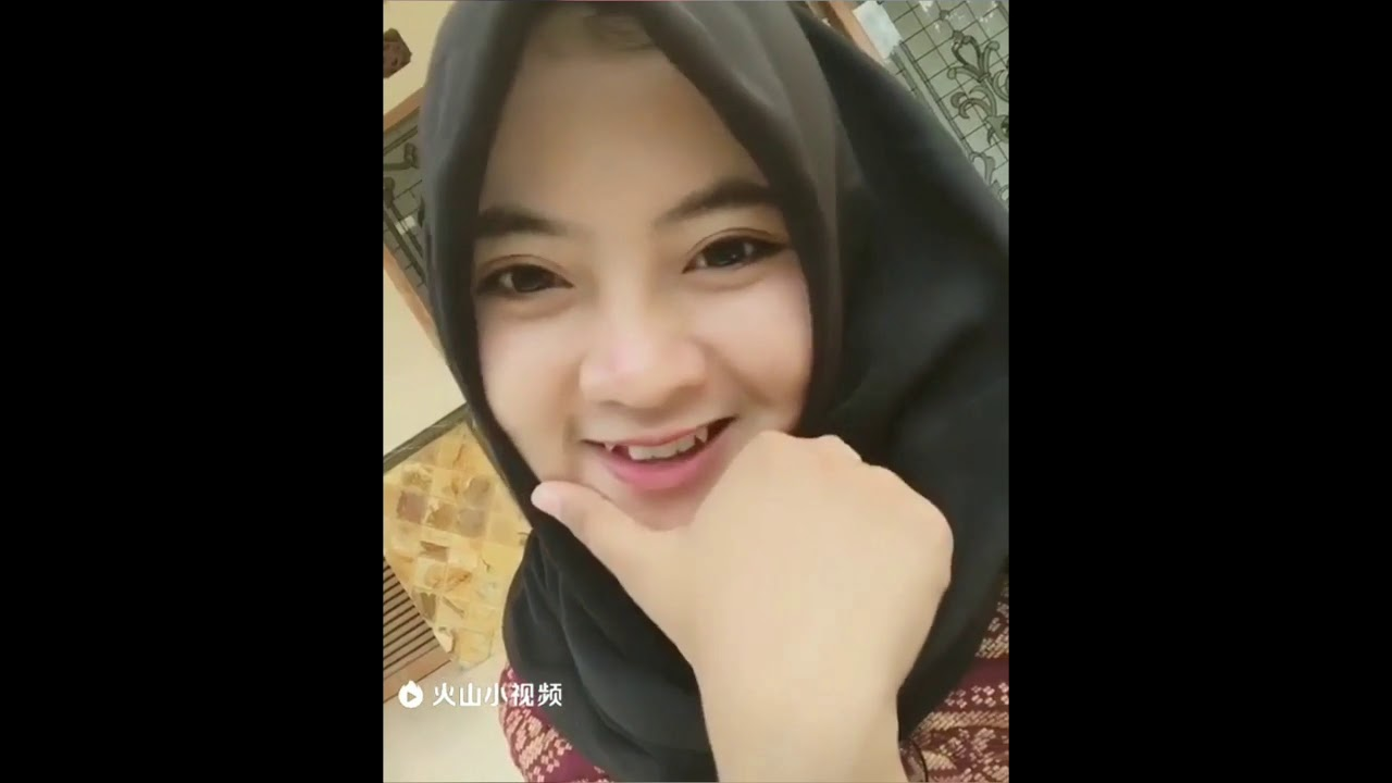 kumpulan vidio vidio wanita hijab cantik dan imut nyesel
