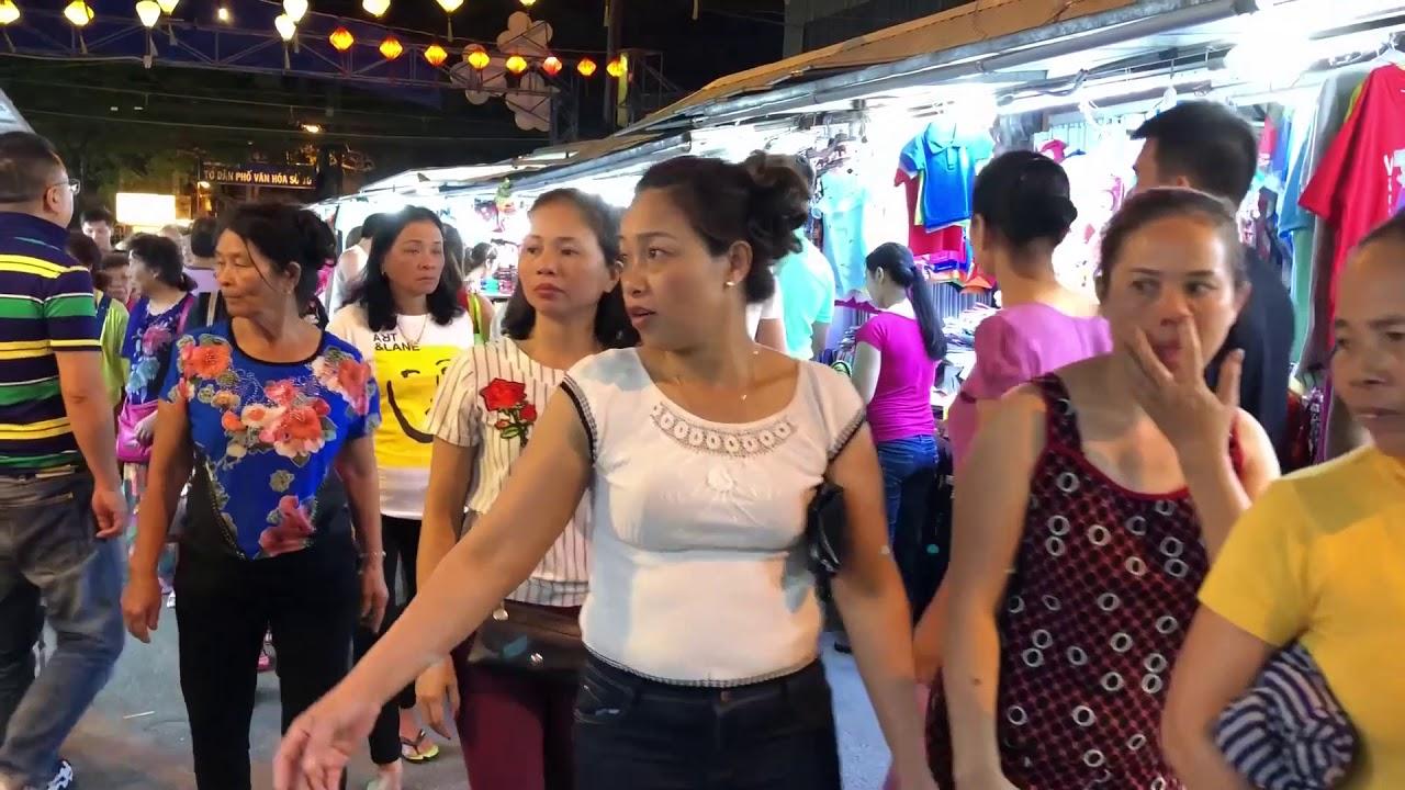 """Khách Trung Quốc """"thống lĩnh"""" du lịch biển Nha Trang"""