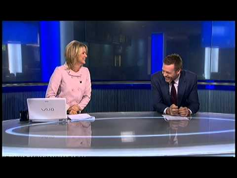 Sandra Sully gets the giggles - Ten Late News (after Play of the Day) - 5 May 2010