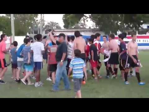 Indirecto.com.uy - Festejo del Club Atlético Fernandino, Campeón sub 17 temporada 2014