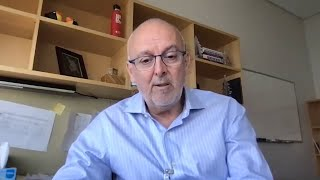 Blocking the transition to myeloma from precursor phases