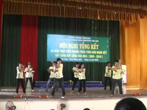 Bài múa của lớp 12A1 trường PTTH Nguyễn Trãi buổi tổng duyệt