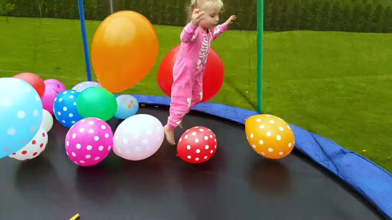 Kids play with Balloons and Learn colors