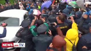 Նոր Նորքում ոստիկանները քաշքշում են ցուցարարներին