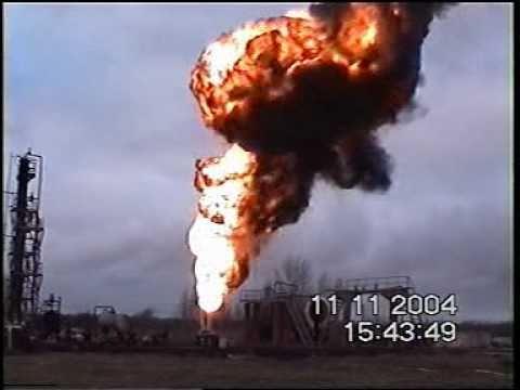 Тушение пожара на фонтанирующей нефтяной скважине