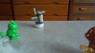 家にあったゼンマイのおもちゃです。 カエル、カレーパンマン、カプセルプラレールの風車とDE10形ディーゼル機関車です。