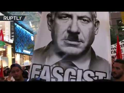Netanyahu depicted as Hitler by Sydney protesters during historic Australia trip