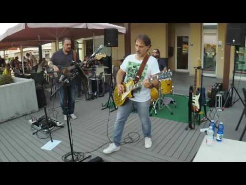 MFP: Gary Moore Cover -  Walking By Myself - Helix Line 6