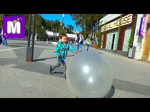 видео: Огромный надувной Шар бабл болл играем на улице