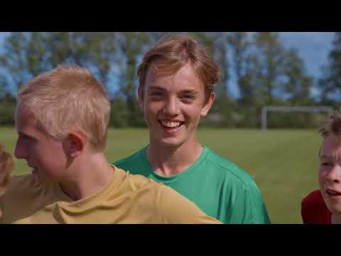 Flere teenagere i fodboldklubben