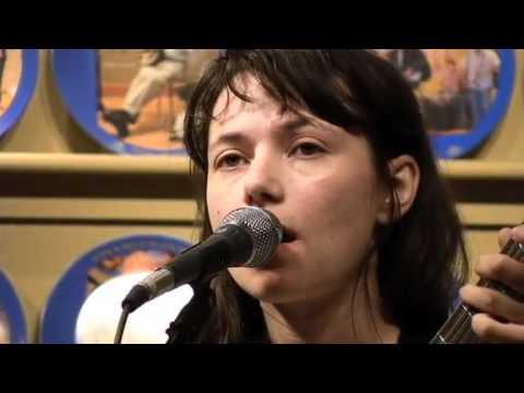 Shelley Short performs 'Caravan' on WDVX