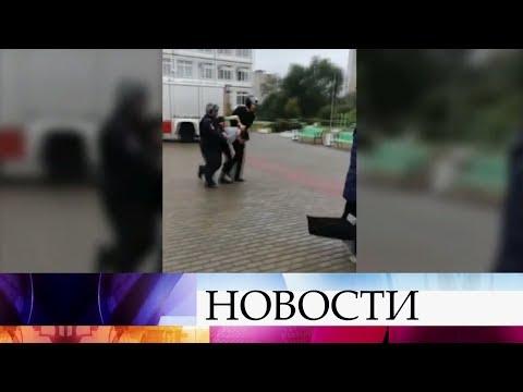 Вподмосковной Ивантеевке ученик ворвался вшколу соружием итопором итяжело ранил учительницу.