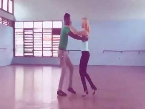 Salsa nivel principiante con RAIZ CUBA ACADEMY DANCE.