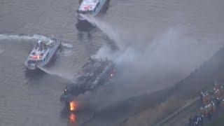 荒川で屋形船燃える 従業員1人搬送