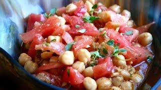 Potaje frío de tomate con garbanzos