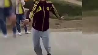 Девушка танцует от души