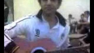 David tocando la guitarra y cantando :D