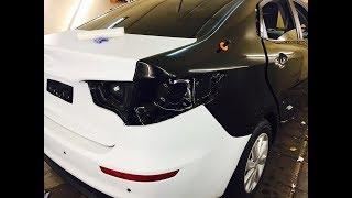 Оклейка автомобиля Киа Рио (Kia Rio) под такси белой пленкой Oracal