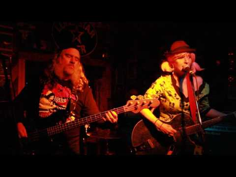 """IZZY COX & THE GHOSTS """"Wanted Dead Or Alive"""" at The Little Longhorn, Austin. Tx. December 19, 2016"""