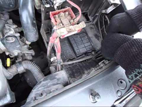 Как снять полку под аккумулятор на Рено Меган 2